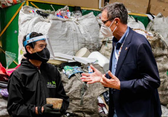 Embajador de Alemania en Colombia insiste en la importancia del reciclaje y aprovechamiento de residuos.