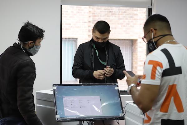 46 organizaciones de recicladores recibieron computadores e impresoras para fortalecer su labor