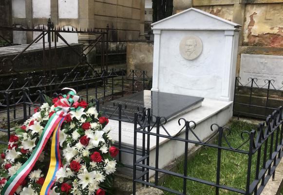 Restauran tumba de músico italiano Oreste Sindici en Cementerio Central