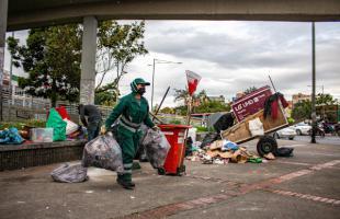 La presencia permanente de carreteros dificulta que el lugar permanezca limpio, el llamado a la ciudadanía es a separar los residuos en casa y respetar los horarios de recolección
