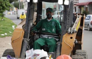 Conoce el testimonio de los operarios de aseo que limpian la ciudad luego de las marchas