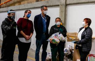 Embajador de Alemania entregó kits de bioseguridad y mercados a recicladores de oficio en Bogotá