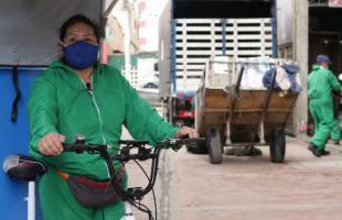 Recicladores de Bosa y Ciudad Bolívar reciben triciclos eléctricos para desarrollar su labor